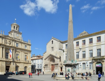 Whole Image of the Obelisk of Arles