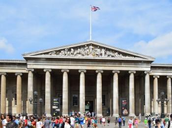 大英博物館の正面玄関