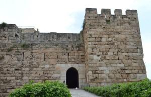 古代遺跡群の入口にある十字軍の城砦跡