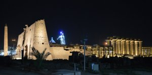 luxor_temple_nightview2.jpg