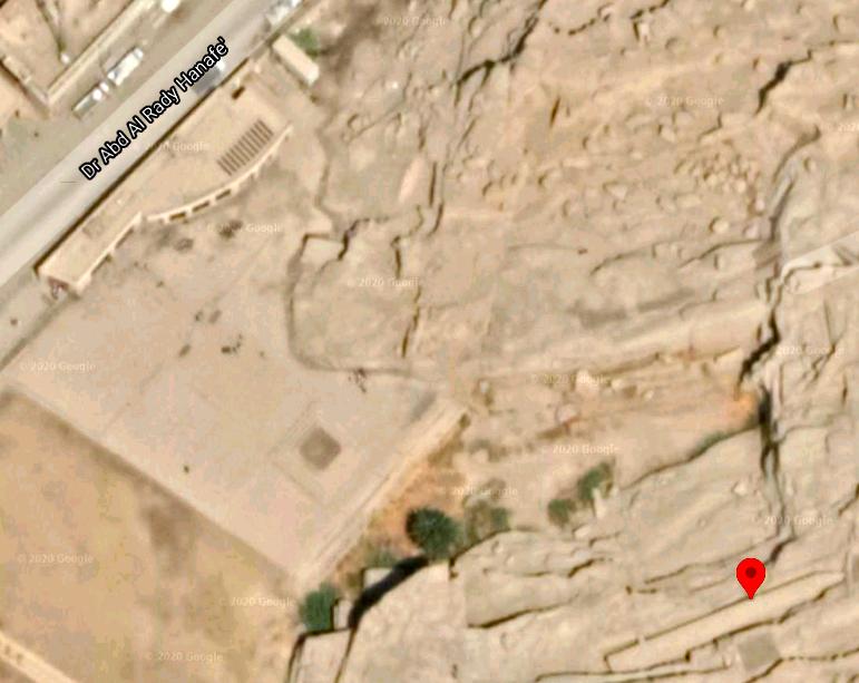 切りかけのオベリスクの衛星写真